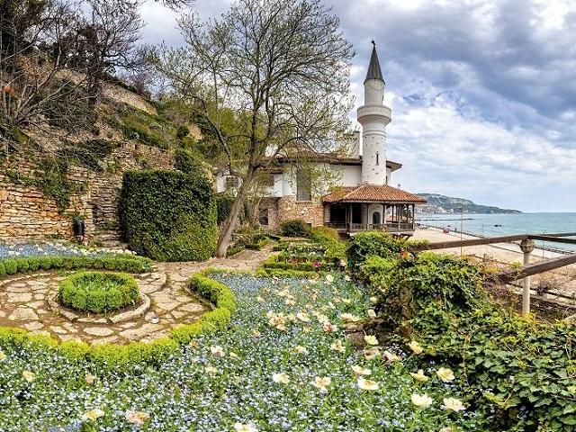 Двореца в Балчик - нос Калиакра – крепостта в Бяла (от Бургас)