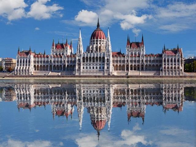 Унгария в ритъма на Чардаша (от Бургас)